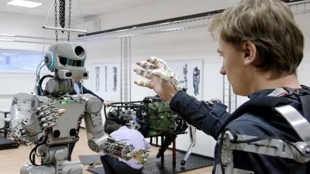 روسيا ترسل روبوتها المتطور إلى الفضاء المفتوح