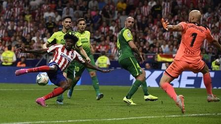 أتلتيكو مدريد يقلب الطاولة على إيبار وينتزع صدارة