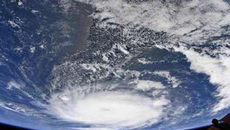 الإعصار دوريان يشتد ويبلغ الفئة الثالثة مع اقترابه من السواحل الأميركية