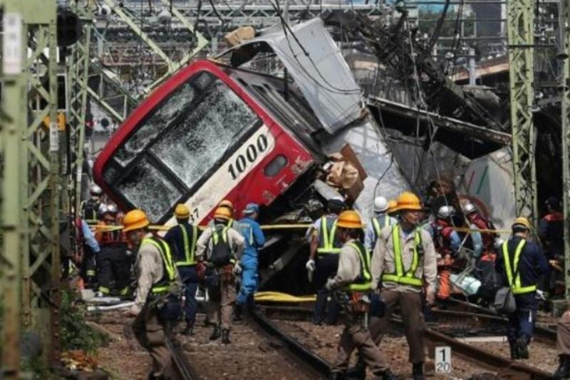35 جريحا على الأقل في اصطدام بين قطار وشاحنة بالقرب من طوكيو