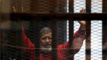 النيابة العامة المصرية تبدأ التحقيق بوفاة نجل مرسي الأصغر