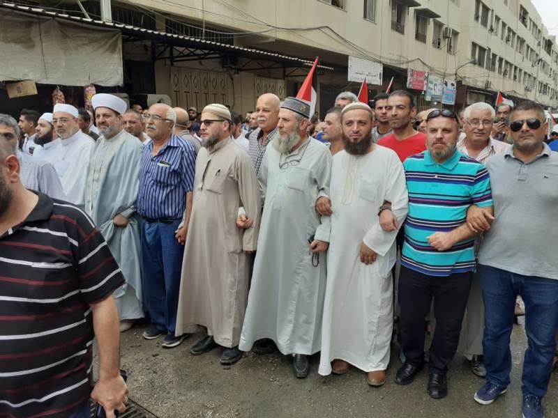 الفصائل الفلسطينية في نهر البارد نظمت مسيرة احتجاجا على قرار وزير العمل