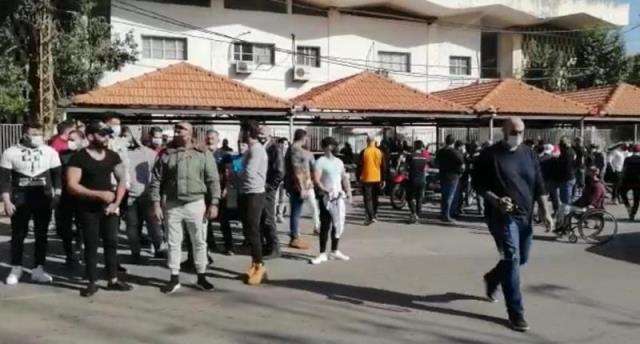 اعتصام لأصحاب النوادي الرياضية في الجنوب احتجاجا على استمرار اقفال نواديهم