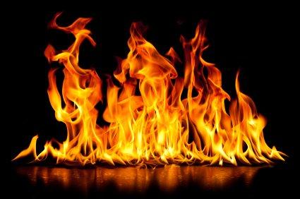 حريق داخل حافلة لنقل الركاب في كفرحزير والاضرار مادية