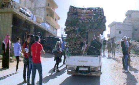 انطلاق آليات وقافلات النازحين من عرسال باتجاه الأراضي السورية