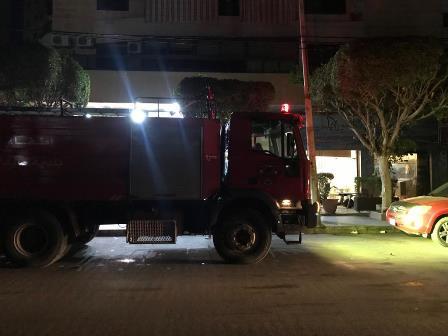 اخماد حريق تبلو كهرباء داخل مسمكة الريس شارع زاروب النجاصة قرب فرن الجميل، والاضرار مادية فقط