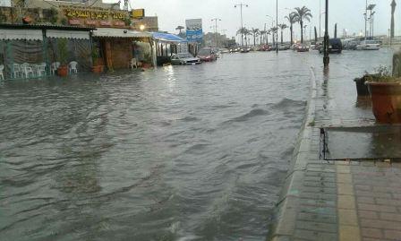 بالصور: فيضان بعض الشوارع في مدينة صيدا  بمياه الامطار