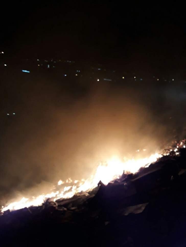 إخماد حريق في منطقة سيروب شرق صيدا