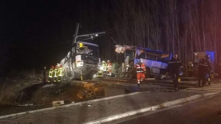 إصابة 26 طالبا في حادث تصادم حافلة مدرسية بسيارة جنوب غرب فرنسا
