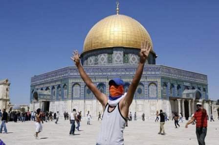 شرطة العدو الاسرائيلي تعتقل حارس المسجد الاقصى من داخل باحات المسجد