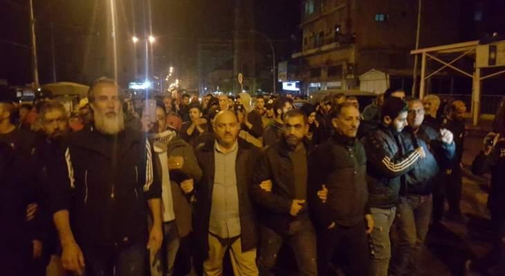 محتجون استنكروا منع التجول ونظموا مسيرة بطرابلس رفضا للأوضاع المعيشية