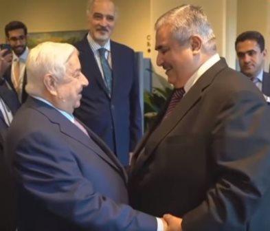 لأول مرة منذ بدء الأزمة... مصافحة حارة بين وزيري خارجية سوريا ودولة خليجية!
