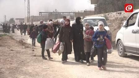 خروج 22 حافلة تقل 1000 مسلح مع عائلاتهم من الغوطة الشرقية لدمشق
