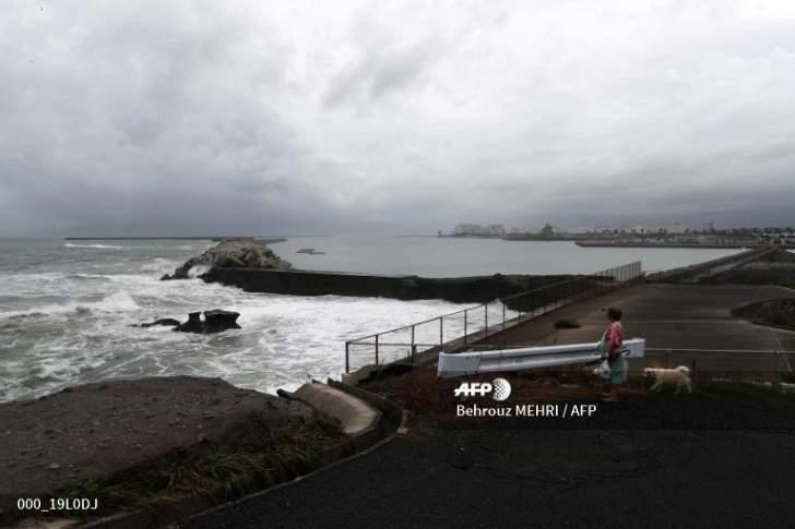 إعصار قوي يضرب اليابان موقعاً عشرات الجرحى