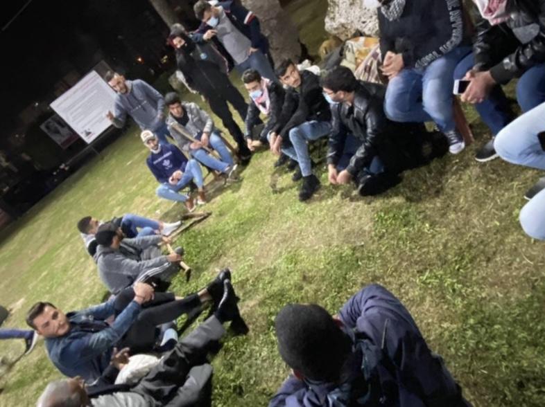 بالصور.  سهرة حوارية في ساحة الشهداء في صيدا بمشاركة النائب أسامة