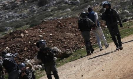 اعتقالات بالضفة والقدس واستهداف للصيادين ببحر غزة