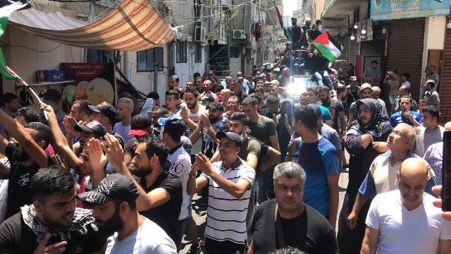 بالفيديو ... استمرار الاحتجاجات في مخيم عين الحلوة بعد تصريح وزير العمل