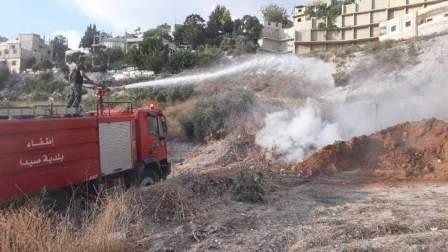 عناصر سرية اطفاء بلدية صيدا اخمدوا حريقا اندلع في منطقة سيروب
