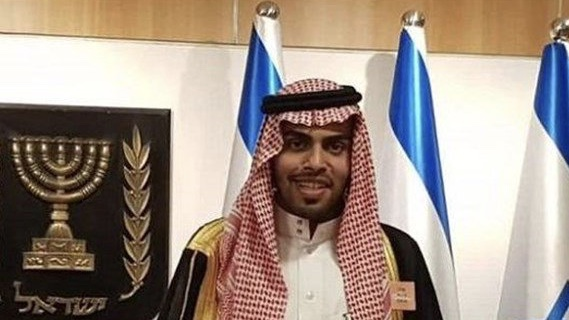 شاهدوا كيف طُرد أحد الإعلاميين العرب الذين يزورون