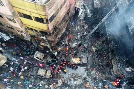 69 قتيلا على الأقل في حريق ضخم في دكا