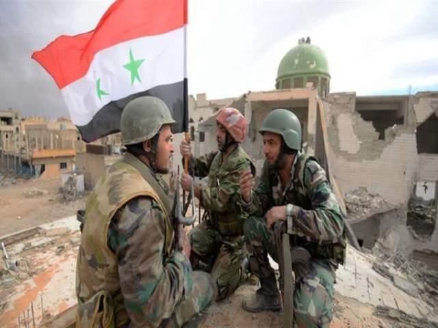 النشرة: الجيش السوري يرفع العلم في دوار العلم بمنطقة الحجر بعد تحريره