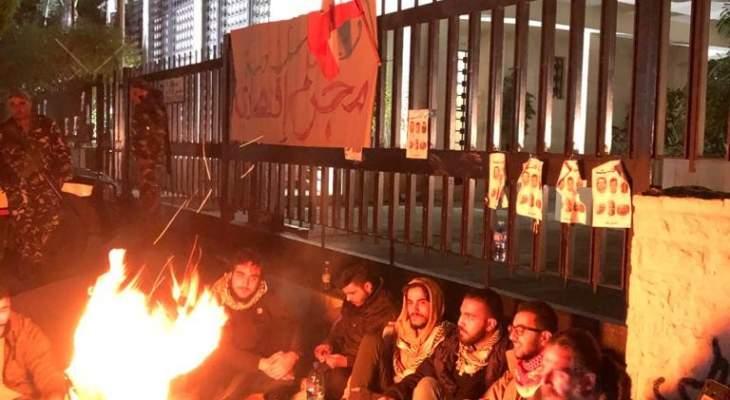 محتجون اعتصموا امام فرع مصرف لبنان في صيدا