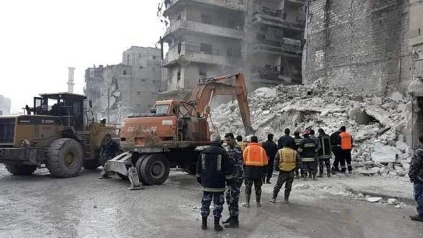 انهيار بناء في حلب بعد ساعات من إخلائه