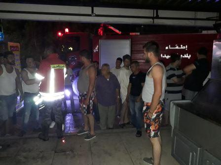 بالصور.. اخماد حريق  داخل محل دجاج في صيدا