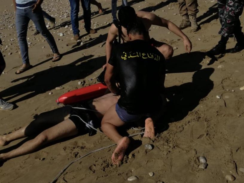 انقاذ مواطن من الغرق في المسبح الشعبي في صيدا