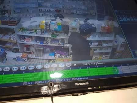 سرقة مبلغ 700 دولار من محلات بيع الهواتف الخلوية في حي البراد