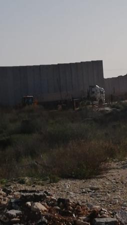 العدو الإسرائيلي يستأنف أعمال بناء الجدار على الحدود مع لبنان