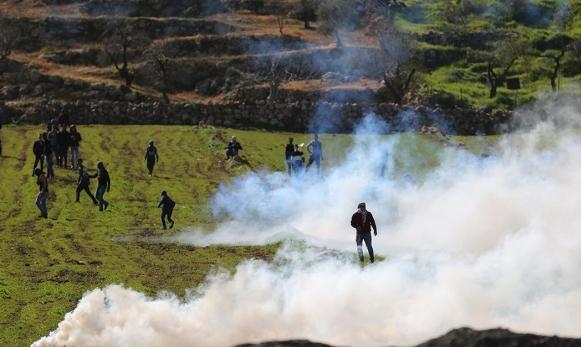 شهيد وعشرات الإصابات برصاص الاحتلال والمستوطنين بالمغير