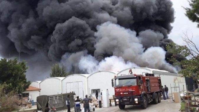 حريق كبير في معمل للكرتون في زوق مصبح