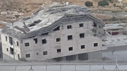 الاحتلال يفجر مبنى سكنيا بوادي حمص وغوتيريش يطالب بوقف الهدم
