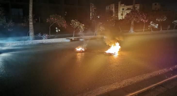 قطع الطريق على اوتوستراد الجنوب بيروت بالإتجاهين عند مفرق برجا
