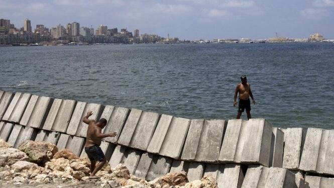 مصر: ارتفاع مستوى البحر يُهدد الإسكندرية