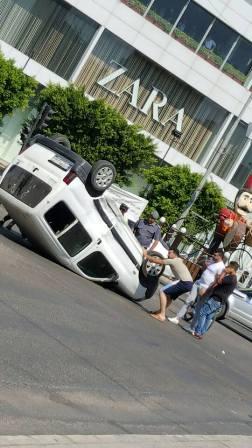بالفيديو والصور: حادث سير على دوار ايليا أدى الى انقلاب سيارة رابيد وزحمة سير خانقة