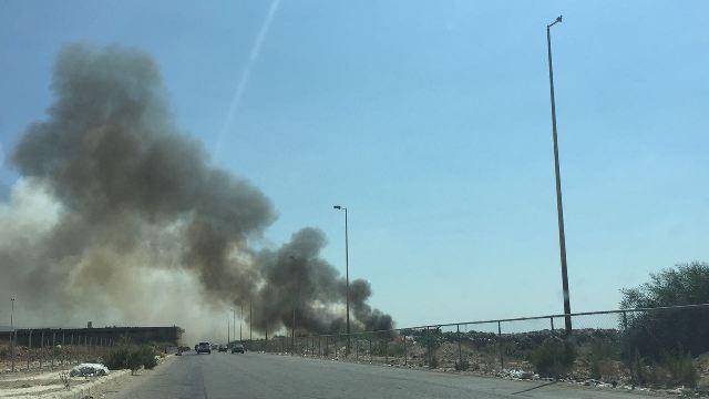 بالفيديو والصور: حريق في النفايات المكدسة بالقرب من معمل النفايات يثير الشبهات من جديد!