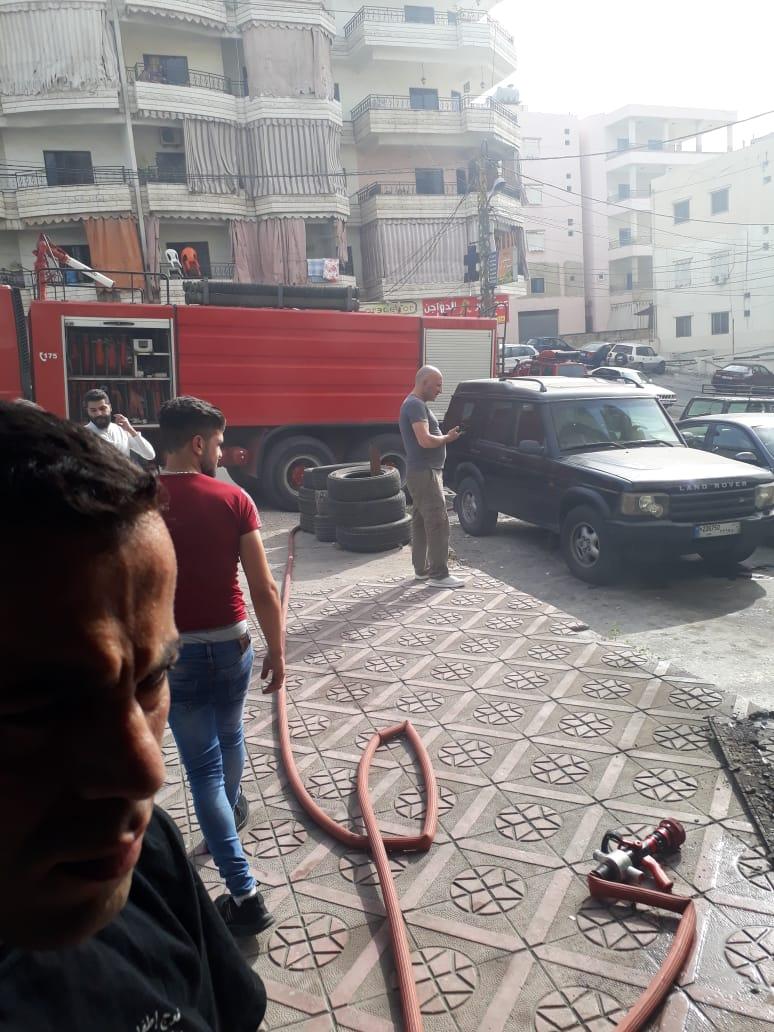 اخماد حريق داخل محل عيد للدواليب في تعمير الحارة