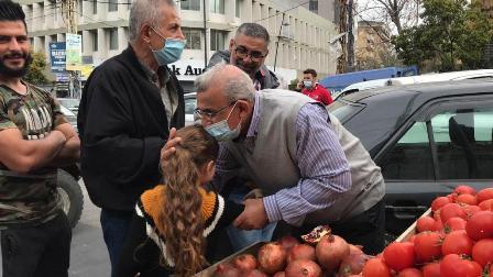 أسامة سعد يجول في السوق التجاري ويؤكد على أهمية مواصلة التحركات دفاعاً عن الحق بالعيش الكريم