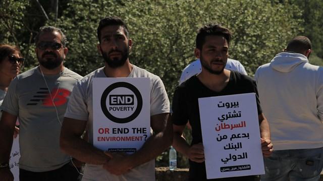 بالصور والفيديو: سلسلة بشرية في بسري رفضاً لمشروع السد بمشاركة النائبين أسامة سعد وبولا يعقوبيان
