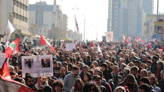 بالصور.. تظاهرة شعبية حاشدة في بيروت تحت شعار إلى الشارع من أجل الانقاذ