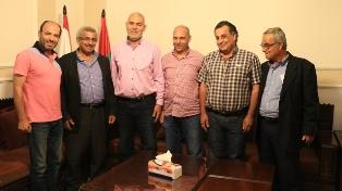 بالصور.. وفد من جمعية شباب الشرحبيل يلتقي الدكتور أسامة سعد في مكتبه