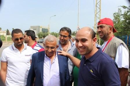 بالصور.. أسامة سعد يواصل جولاته على اقلام الاقتراع