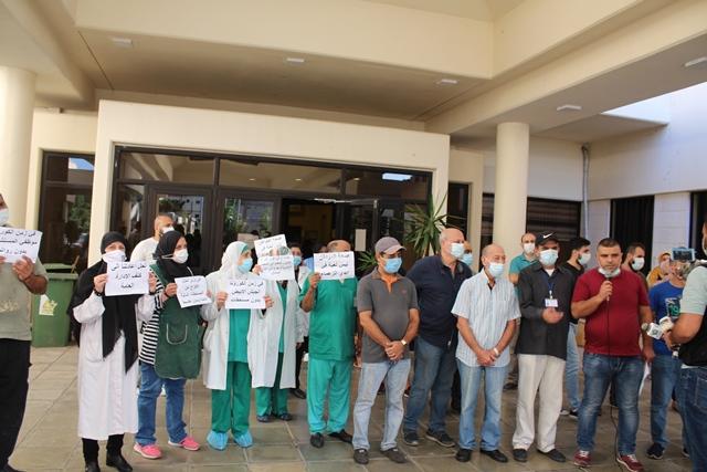 بالفيديو والصور... موظفو مستشفى صيدا الحكومي يعتصمون للمطالبة بحل أزمة رواتبهم المتأخرة، ودعم المستشفيات الحكومية