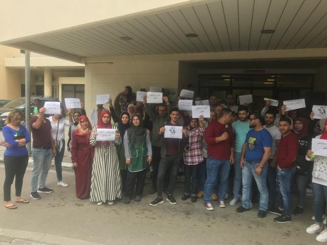 بالفيديو: موظفو مستشفى صيدا الحكومي يعتصمون على الرغم من محاولة  القوى الأمنية عرقلة الاعتصام