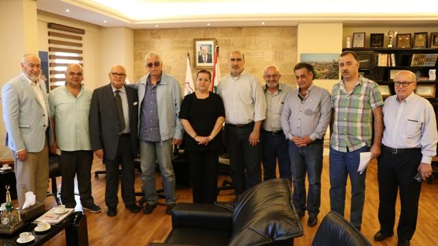 بالصور.. وفد من اللجنة الشعبية في حي ساحة القدس يبحث مع رئيس بلدية صيدا المشكلات الخدماتية للحي