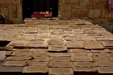 مركز ترميم المخطوطات: إنقاذ لكنوز المعرفة الإسلاميّة في القدس