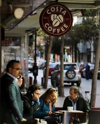 إقفال مقاهي «كوستا»: ماذا عن الموظّفين؟