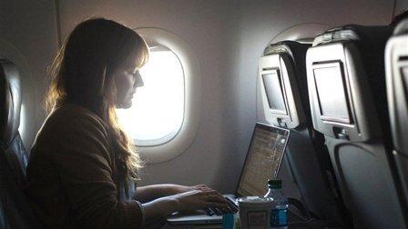 واشنطن ستوسع قرار حظر الكمبيوتر المحمول في الطائرات